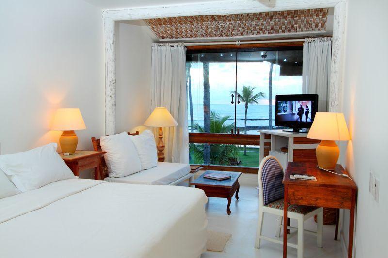 Apartamento Vista Mar com cama de casal e televisão