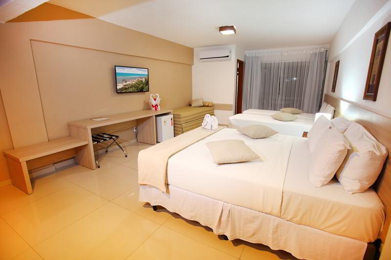 Acomodação com cama casal e televisão