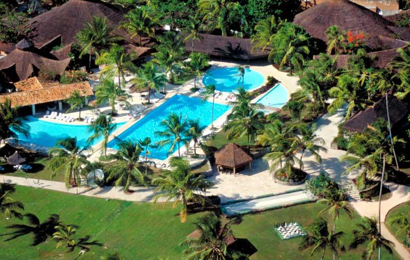 Vista aérea das piscinas com instalações do Tivoli