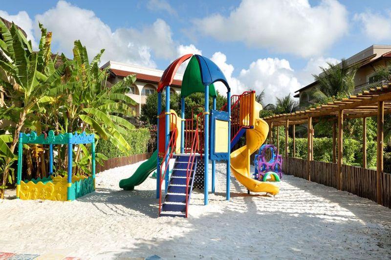 Ala externa com área reservada contando com playground