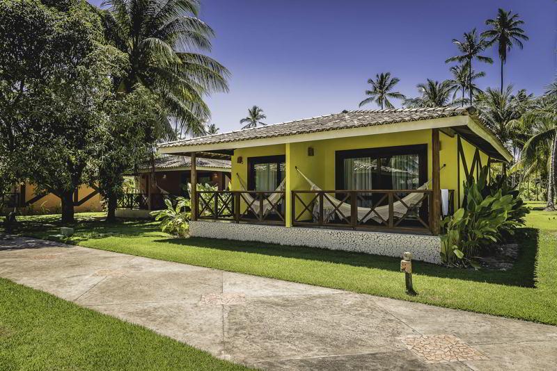 Bangalô Master com detalhes da fachada em amarelo