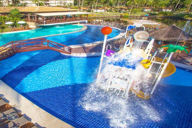 brinquedao com playground para crianças de divertirem
