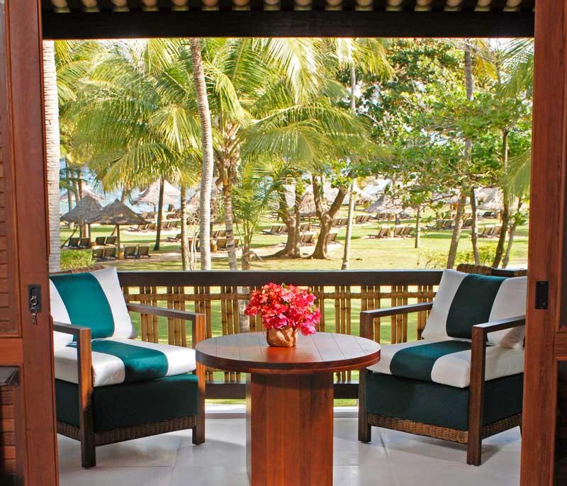 cadeiras-varanda-frente-natureza