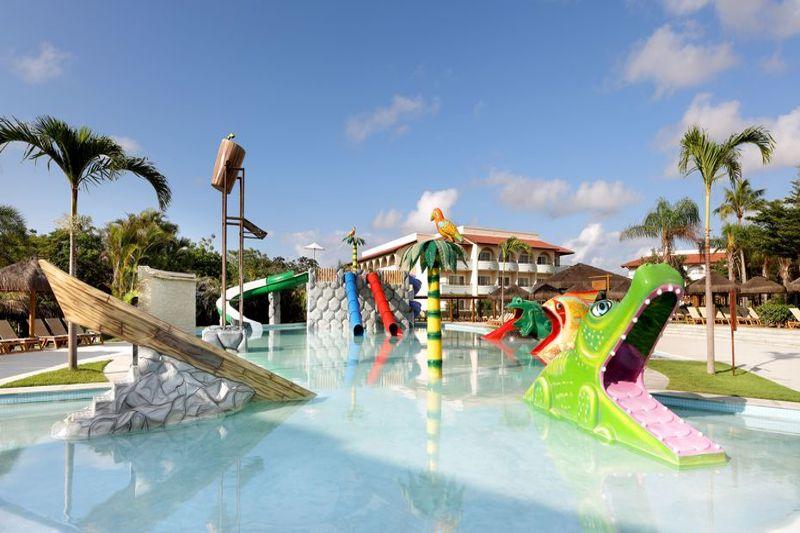 Diversão na agua com playground para crianças