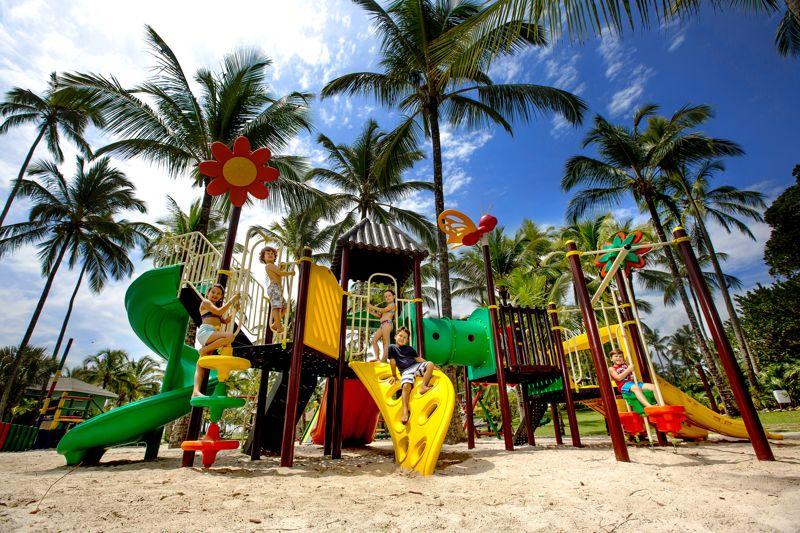 Parque Brinquedão com playground para crianças