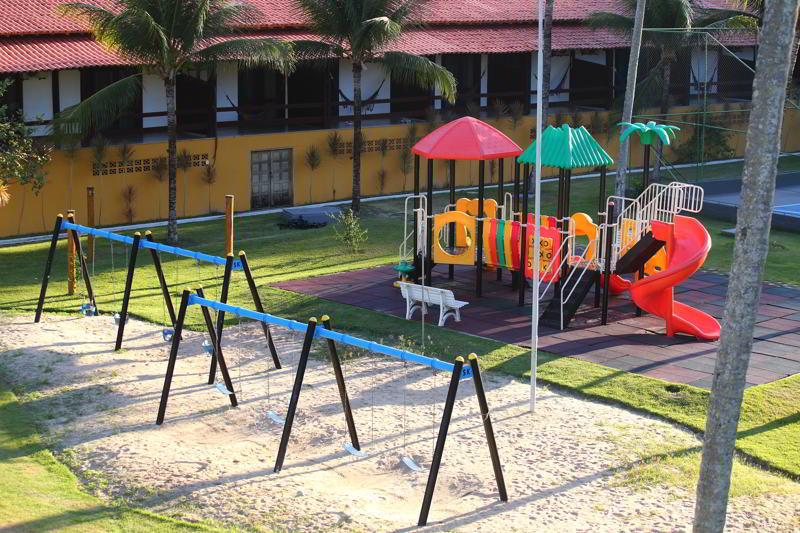 Parquinho com playground trazem o cuidado dos monitores espalhados pelo resort