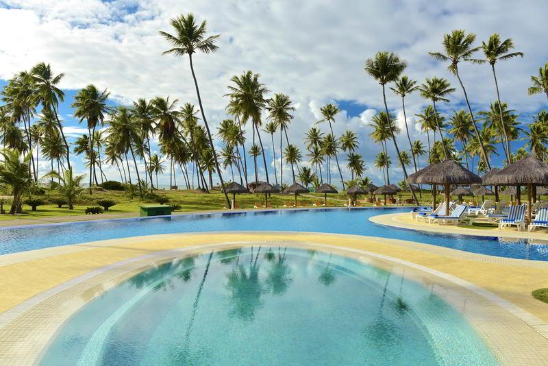 Grande piscina com natureza incrível