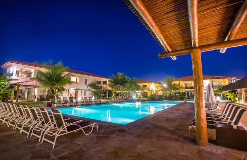 piscina noite iluminada
