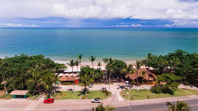Com praia próxima ao resort e atendimento na praia