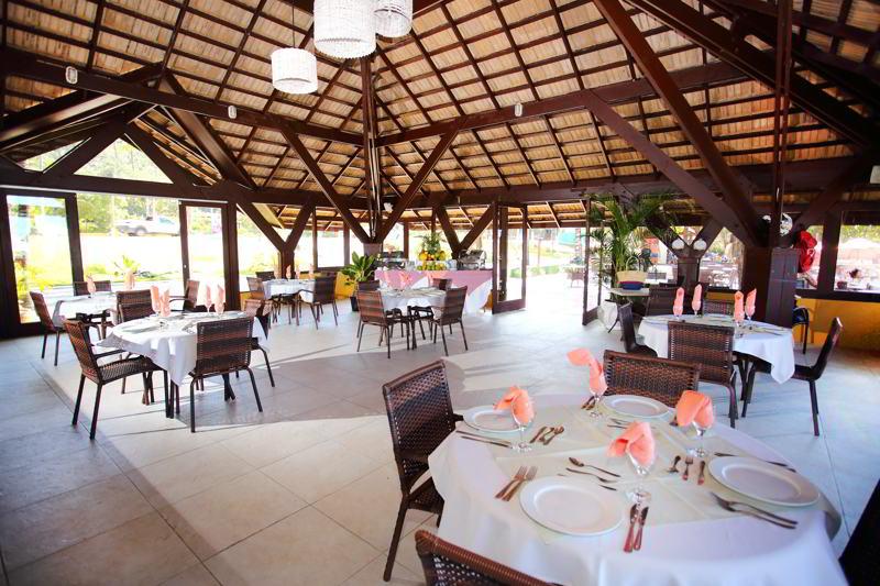 Restaurante com comida trazendo lugares especiais