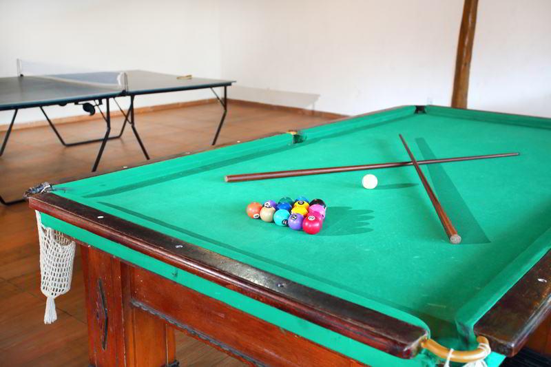 sinuca entra outros jogos disponíveis no resort