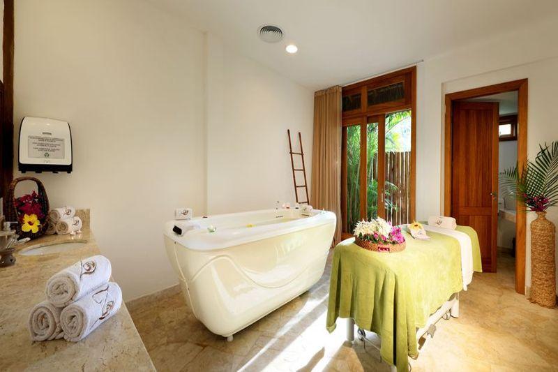 Spa trazendo procedimentos de imarsão com massagens