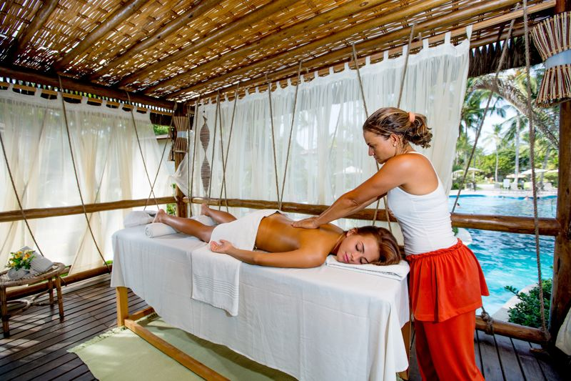 Spa com massagens próximo a piscina