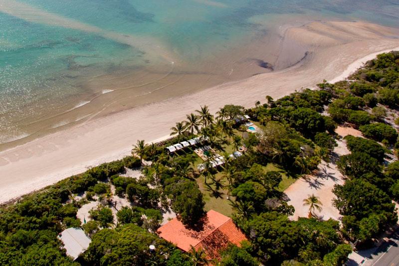 Vista aérea do Nauticomar All Inclusive com muita natureza a sua volta
