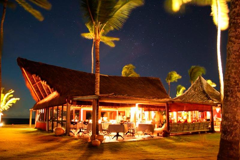 Fachada durante noite estrelada do Restaurante Ponta do Apaga Fogo com as melhores opções da gastronomia local
