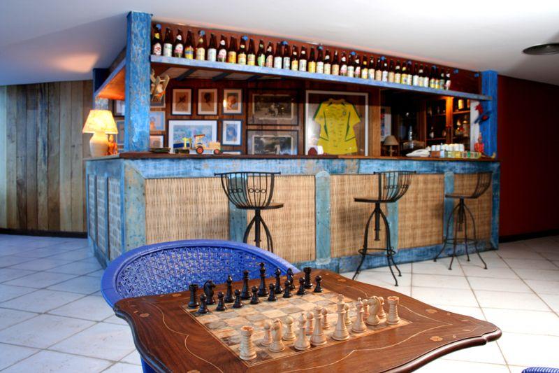 Jogos e diversão próximos aos serviços de bar
