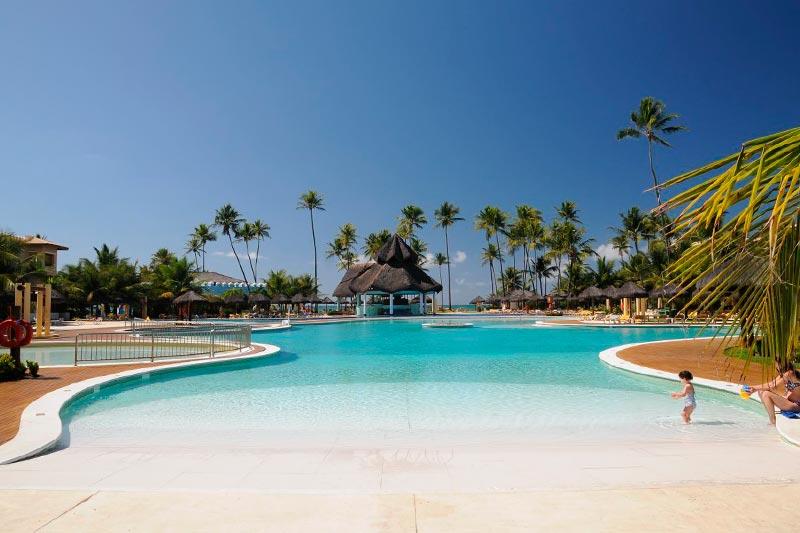 Vista panorâmica da piscina ideal para família
