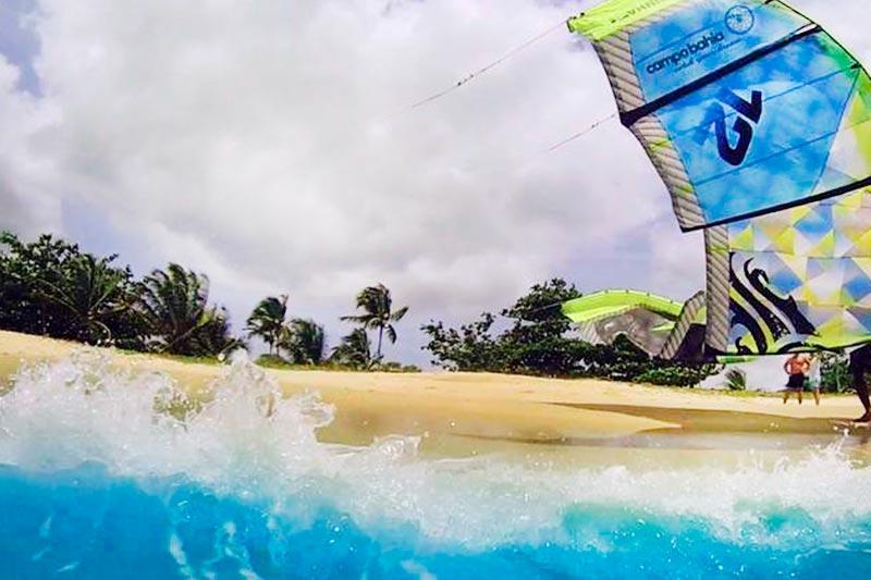 Praia ideal para esportes aquáticos