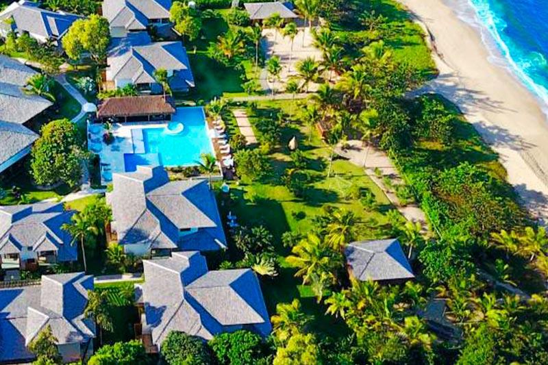 Vista aérea Campo Bahia com detalhes da piscina e localizado frente mar