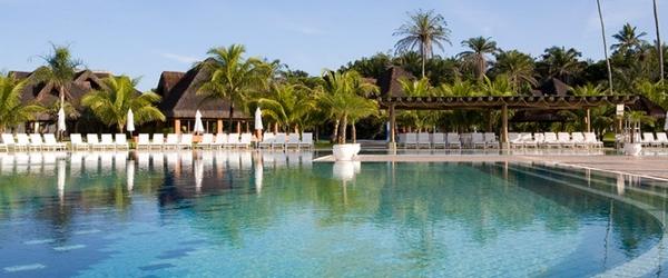 A ampla piscina do Club Med Trancoso