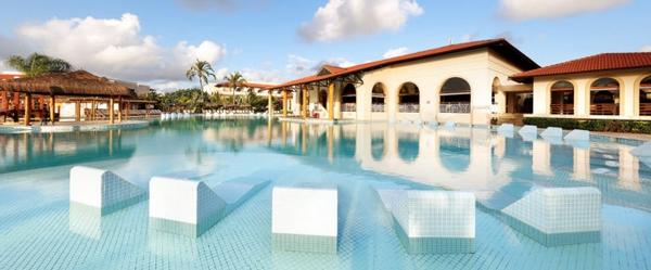 A magnífica piscina do Grand Palladium Imbassaí